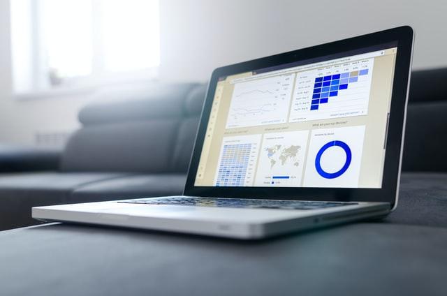 پیش بینی نوسانات قیمت سهام بر اساس دیدگاه اطلاعات آماری در بورس و بازار مبادلاتی بخش پایانی