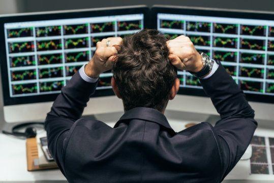 چرا ارزش سهام کم می شود؟